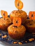 Булочки тыквы на хеллоуин ягнятся партия на белизне Стоковые Изображения