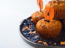 Булочки тыквы на хеллоуин ягнятся партия на белизне Стоковые Фото