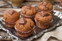 Булочки шоколада с обломоками шоколада и сердцем шоколада Стоковое Изображение