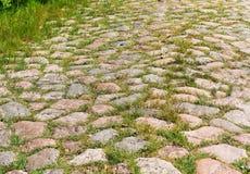Булыжник вымостил дорогу, старую немецкую дорогу булыжника стоковая фотография
