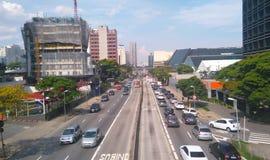 Бульвар прописной Сан-Паулу Бразилия Eusebio Matoso бульвара автомобилей движения стоковое фото rf