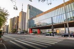 Бульвар Paulista и музей изобразительных искусств MASP Сан-Паулу - Сан-Паулу, Бразилия стоковые фото