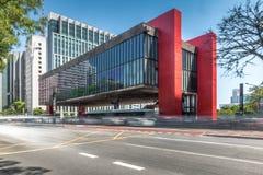 Бульвар Paulista и музей изобразительных искусств MASP Сан-Паулу - Сан-Паулу, Бразилия стоковые изображения rf