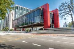 Бульвар Paulista и музей изобразительных искусств MASP Сан-Паулу - Сан-Паулу, Бразилия стоковая фотография rf
