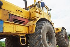 бульдозер затяжелителя тяжелой конструкции на районе конструкции Стоковые Фото