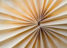 Бумага была сложена для того чтобы завернуть вентилятор в бумагу Стоковая Фотография