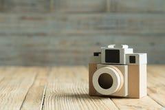 Бумага камеры на деревянной предпосылке Стоковое фото RF