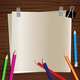 Бумага на деревянной предпосылке Стоковые Фотографии RF