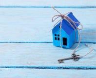 Бумага дома с ключом Стоковые Изображения