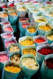 бумага пакета рынка цветка подняла Стоковые Фотографии RF