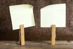 Бумага примечания с зажимкой для белья Стоковое Изображение RF