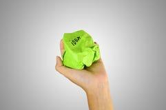 Бумага руки скомканная удерживанием с записью идеи Стоковые Фотографии RF