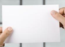 бумага рук Стоковые Фотографии RF