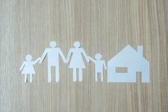 Бумага семьи Здравоохранение и à¸'ีBusiness и концепция страхования стоковые фотографии rf