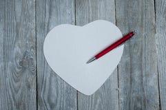 Бумага сердца форменная с ручкой Стоковые Фото