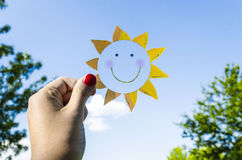 Бумага Солнце, Солнце в небе Стоковое Изображение