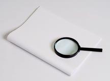 бумага стекла увеличивая Стоковые Изображения RF