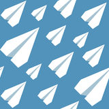 Бумага строгает безшовную картину Повторять абстрактную предпосылку с бумажными самолетами Стоковое Изображение RF