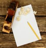 Бумага с карандашем и винтажным инструментом деятельности дальше Стоковые Изображения