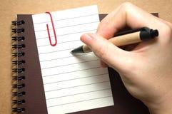 Бумага с ручкой удерживания руки Стоковые Фото