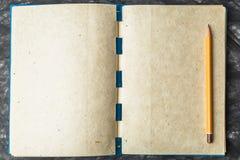 Бумага тетради с текстурой, и карандаш Стоковая Фотография