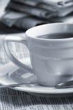 бумага утра кофейной чашки Стоковые Фотографии RF