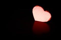 Бумага формы сердца на черноте стоковое изображение