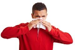 бумага человека носового платка используя Стоковые Изображения