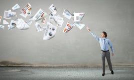 Бумаги летания бизнесмена заразительные стоковые изображения rf