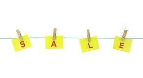 Бумаги примечания вися с колышками древесины на веревке для белья Стоковые Фото