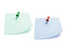 бумаги примечания вывешивают pushpin Стоковые Изображения