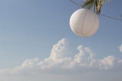 Бумажная лампа в пляже Стоковое Изображение
