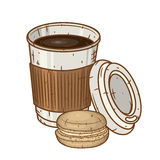 Бумажная кофейная чашка с печеньями macaron над белой предпосылкой Стоковые Фото