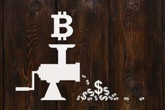 Бумажная мясорубка с bitcoin и долларами Абстрактная принципиальная схема Стоковое Изображение