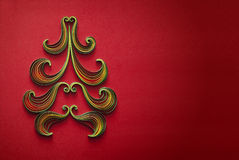 Бумажная рождественская елка на красной предпосылке с местом для текста Стоковое Изображение