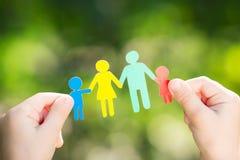 Бумажная семья в руках Стоковые Изображения RF