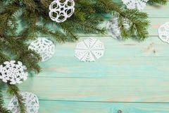 Бумажная снежинка и связанный с шпагатом Стоковые Изображения RF