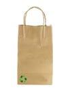 Бумажная сумка на белизне с и рециркулирует символ Стоковые Изображения RF