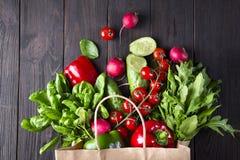 Бумажная сумка различной здоровой еды Стоковые Изображения