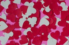 Бумажная форма сердца на розовой предпосылке Стоковые Изображения RF