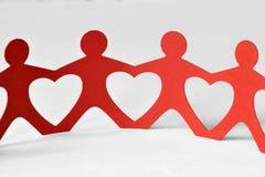 Бумажная цепь людей - концепция влюбленности Стоковая Фотография