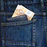 Бумажник в заднем карманн джинсы Стоковая Фотография RF