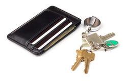 Бумажник и ключи на белой предпосылке Стоковые Изображения RF