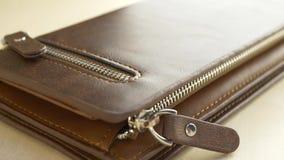 Бумажник кожаных людей Брауна сток-видео