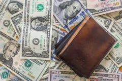 Бумажник предпосылки долларовых банкнот Стоковые Изображения RF