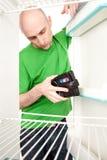 бумажник холодильника человека Стоковое Фото