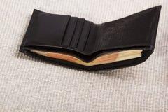 Бумажник ` s чернокожих человеков с деньгами Стоковое Фото