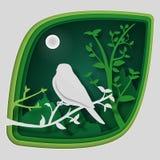 Бумажное искусство высекает к птице на ветви дерева в лесе на ноче, природе концепции origami и животных идее, искусстве вектора  Стоковое фото RF
