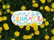 Бумажное примечание с словом: лето Стоковая Фотография RF