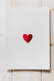 Бумажное сердце на пустом письме Стоковая Фотография